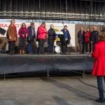 Ordförande Karin dirigerar.